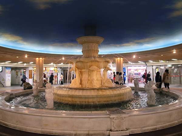 大阪・梅田地下街 泉の広場