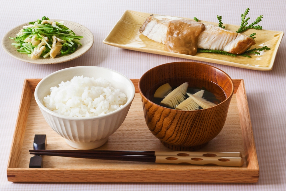 和朝食・さわらの味噌だれかけ…