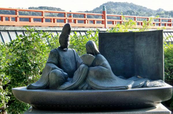 宇治川の光源氏像