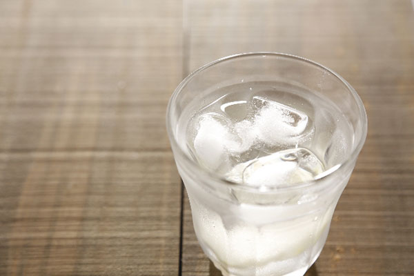 飲み物は水に…