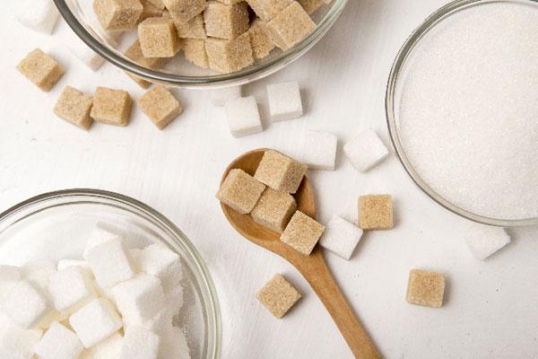 白砂糖を黒砂糖に