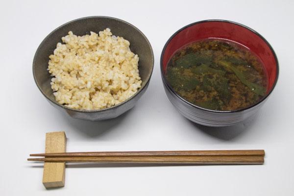 玄米ご飯とみそ汁